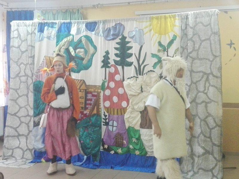"""17.04.2018r   Teatrzyk """" Przygody wiewiórki i koziołka Mietka"""""""