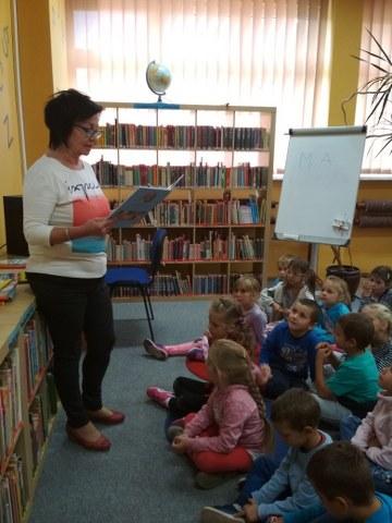 """27.09.2018 r. – """"Dzień głośnego czytania"""" w bibliotece"""