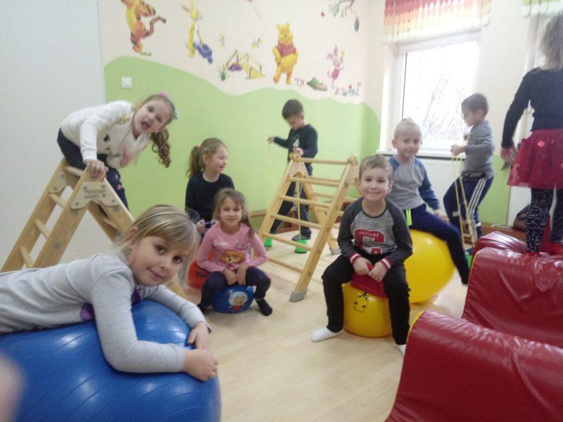 Zabawy w sali gimnastycznej