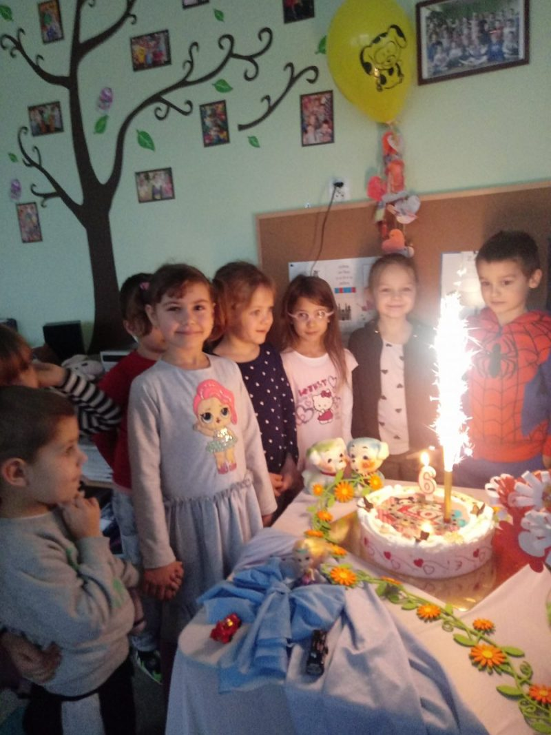 6 urodziny Mai